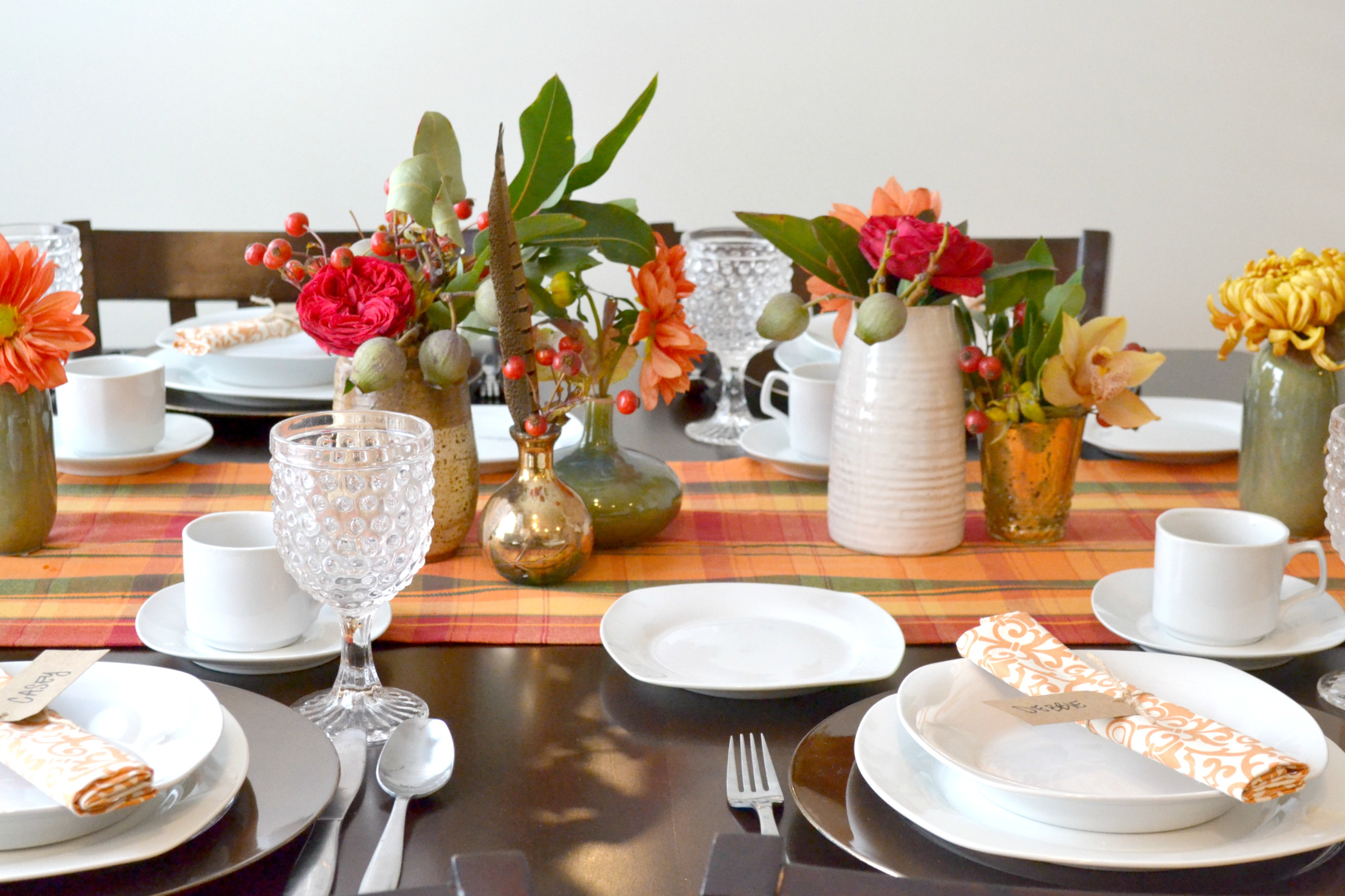 I started with this festive table runner and then used it as my base for keeping the elements earthy and tonal with modern twists. & Thanksgiving Table Setting and Tips with Overstock.com and Muyly Miller